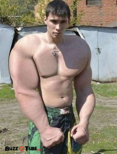 photoshopped_muscle_fails_04