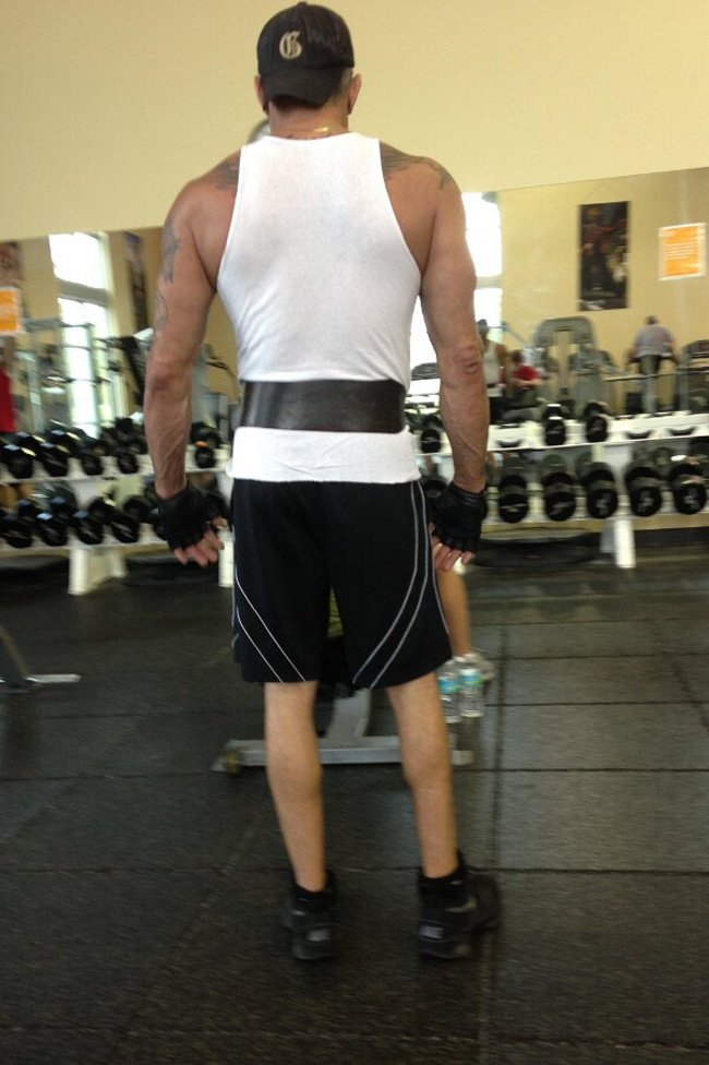 homme moche musculation jambe