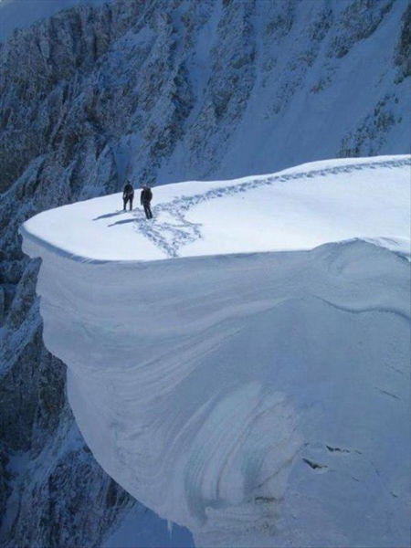 situation effrayante glace montagne